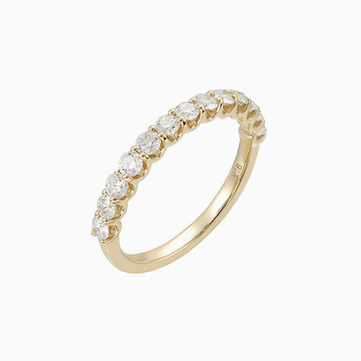Round Diamond in a claw Wedding ring
