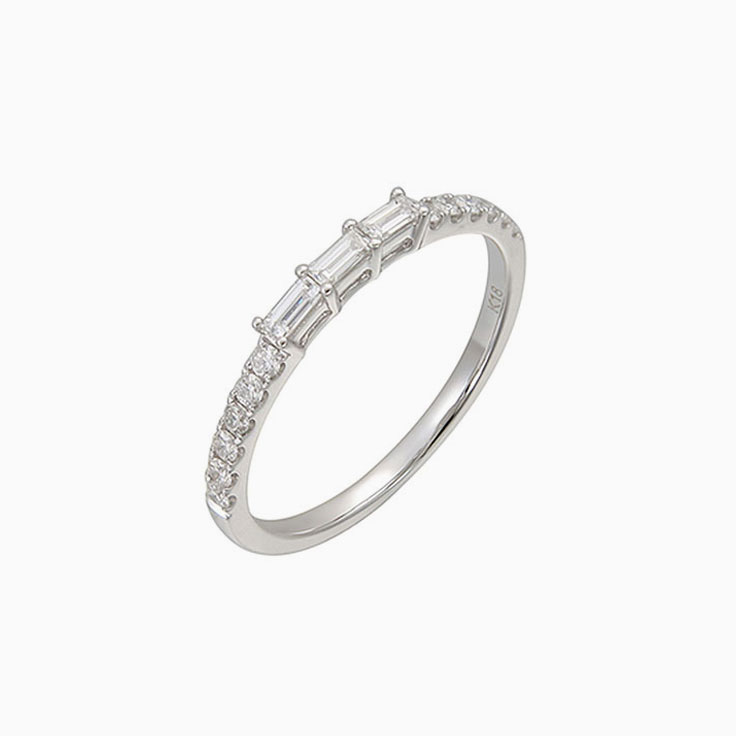 Claw set baguette diamond ring 2701